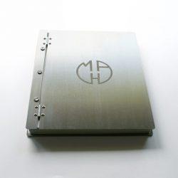 kovové album MaH