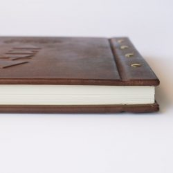 Kožená kniha hostů